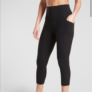 NWOT Athleta Salutation Stash Pocket Capri